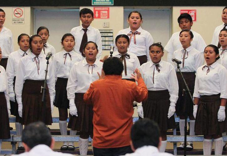 El Concurso de Interpretación del Himno Nacional se realizó en el Centro de Convenciones Yucatán Siglo XXI. (SIPSE)