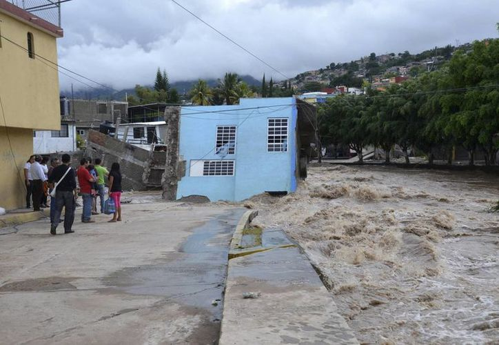La empresa ha enviado 40 toneladas de ayuda para la población damnificada. (Agencias)