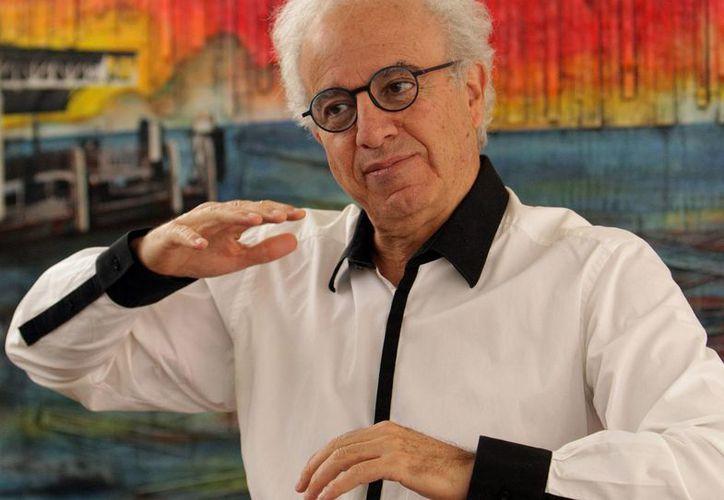 El escritor Francisco Martín Moreno defiende la reforma educativa en la región. (EFE)