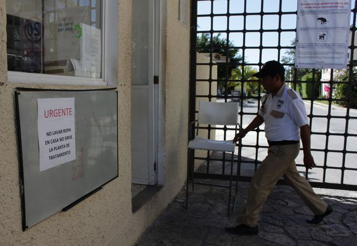Piden a los habitantes no lavar la ropa para mitigar el rebosamiento. (Adrián Barreto/SIPSE)