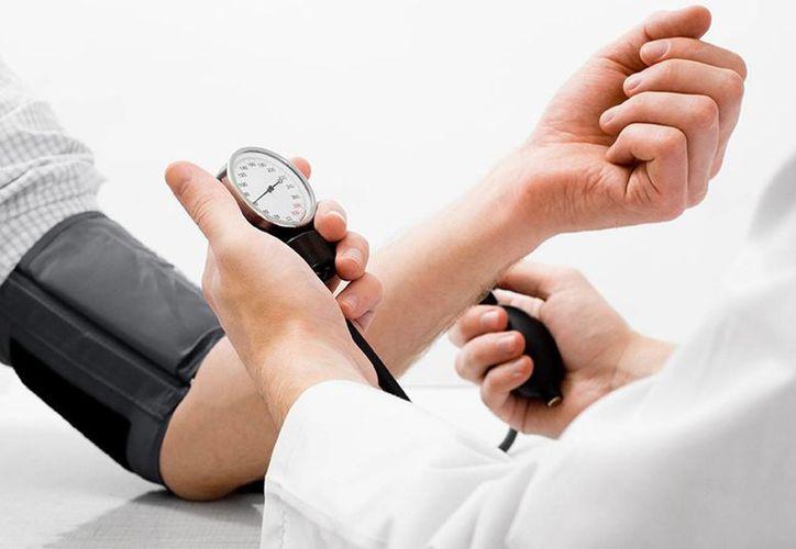 Recomiendan a los hipertensos llevar un control de su mal. (Milenio Novedades)