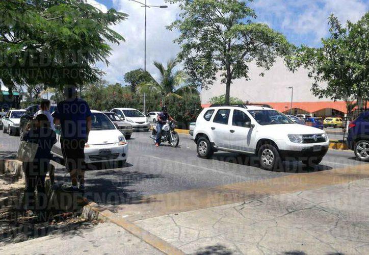 Al día siguiente todo volvió en calma sobre la avenida Tulum. (Jesús Tijerina/SIPSE)