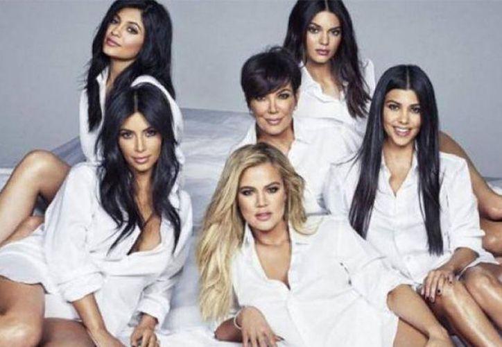 Las integrantes de la familia Kardashian han modificado algunos aspectos de sus rostros y cuerpos a lo largo del tiempo. (Internet)