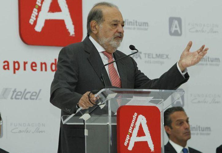 Fundación Carlos Slim lanzó la plataforma App-prende, la cual ofrecerá contenidos de capacitación, culturales y de salud gratuitamente, además de dotar de teléfonos inteligentes a escuelas del país. (Notimex)