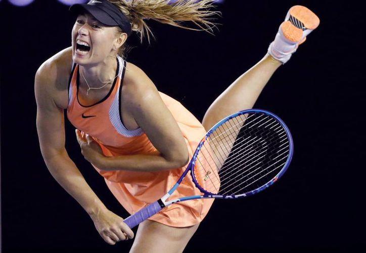 Maria Sharapova está sancionada de manera provisional tras admitir haber consumido sustancias prohibidas. (Archivo/AP)
