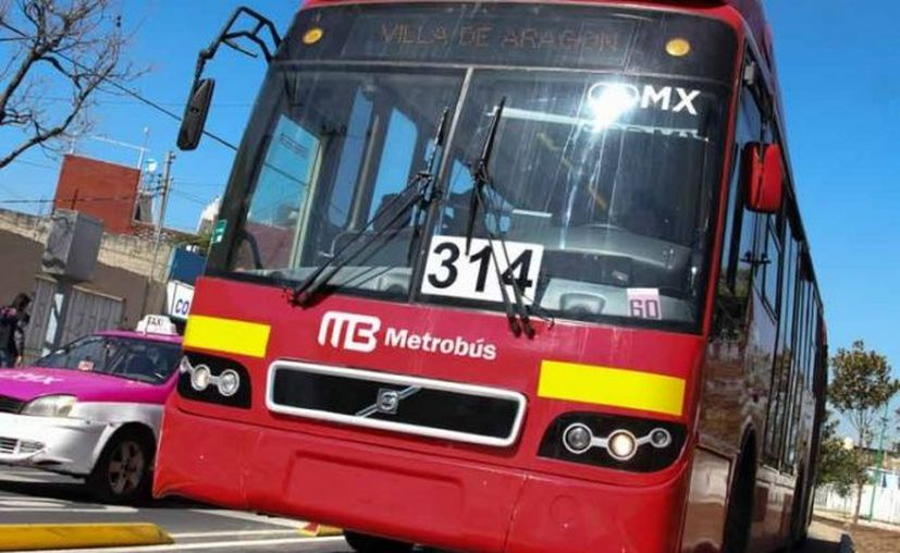 El organismo Metrobús indicó que los usuarios podrán abordar en las estaciones aledañas Hamburgo y Durango. (Excelsior)