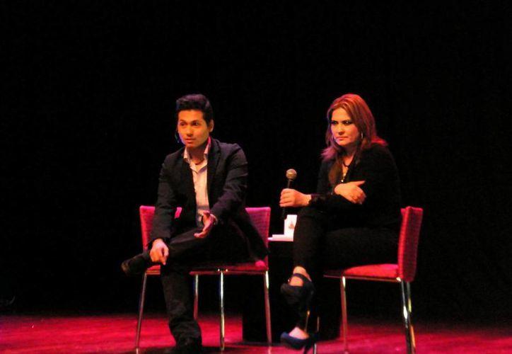 Yudiel Ramos y la doctora Elizabeth Álvarez dieron consejos para la vida. (SIPSE)
