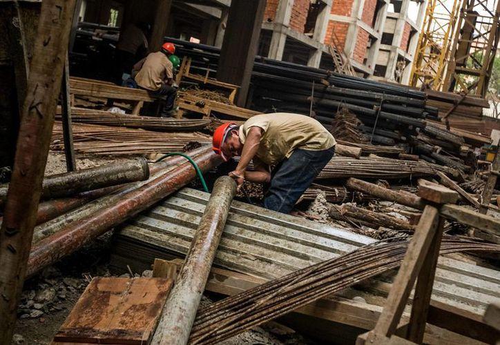 La construcción se encuentra paralizada debido a las restricciones del gobierno, aseguran empresarios venezolanos de dicho sector. (Archivo/AP)