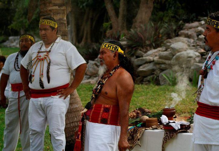 Integrantes de la etnia realizarán una ceremonia en la Rotonda de los Caudillos Mayas. (Octavio Martínez/SIPSE)