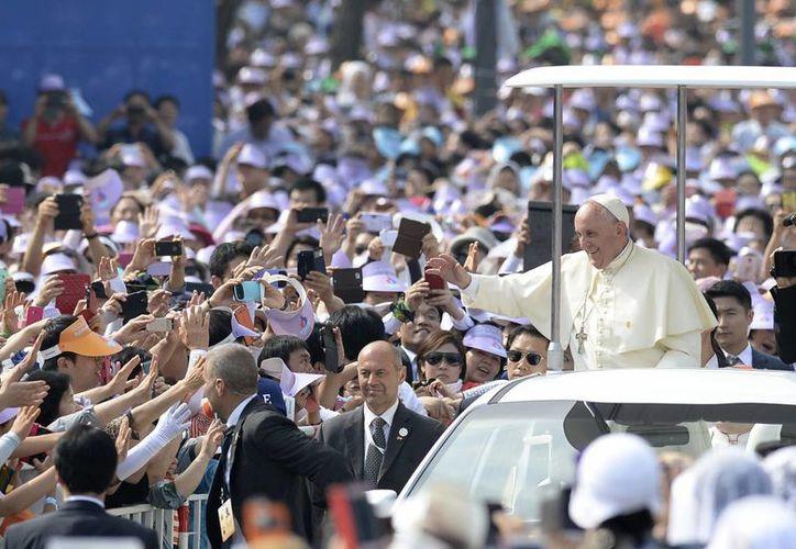Alrededor de un millón de personas atestiguaron la ceremonia de beatificación. El número es importante si se considera que los católicos representan sólo 10% de los 50 millones de habitantes de Corea del Sur. (Foto: AP)
