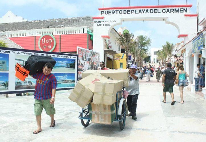 Aumentó la afluencia de pasajeros nacionales que cruzaron a Cozumel. (Alida Martínez/SIPSE)