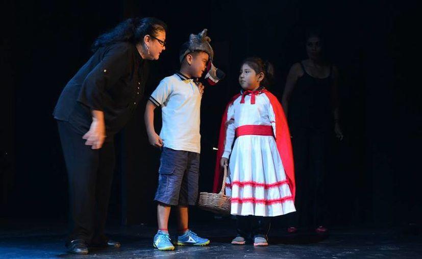 """Durante el recorrido, los niños disfrutan de pequeños pedacitos de obras como """"Dorothy"""", """"Caperucita roja"""" y """"Mago de Oz"""". (Redacción/SIPSE)"""