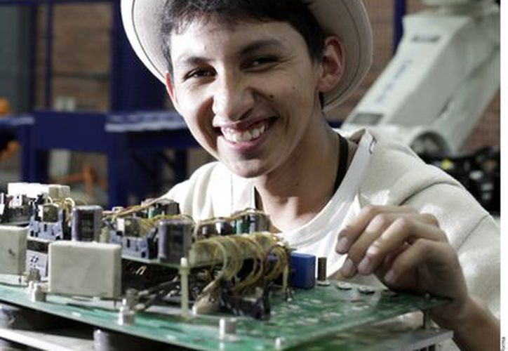 A los 16 años Alberto Brian Fernández Alducin formó parte de un taller de robótica. (Agencia Reforma)