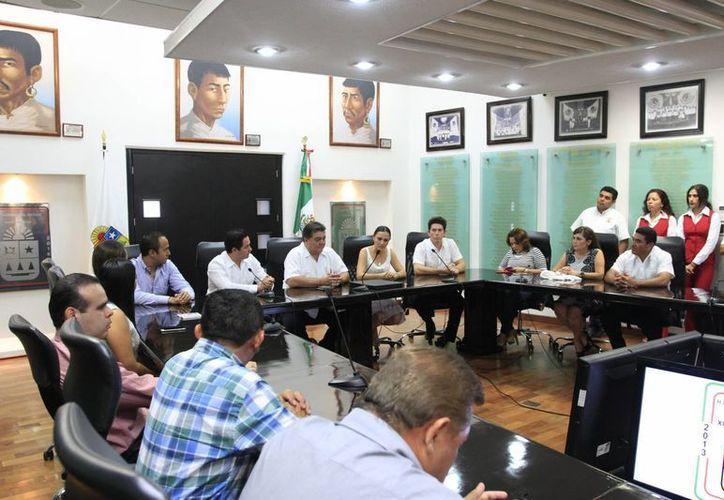 Diputados federales electos se reunieron con legisladores del Congreso local. (Benjamín Pat/SIPSE)