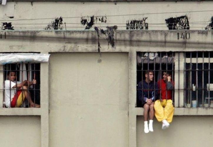 Más de 20 presos lograron escapar de la cárcel durante un incendio. (Foto: Excélsior)