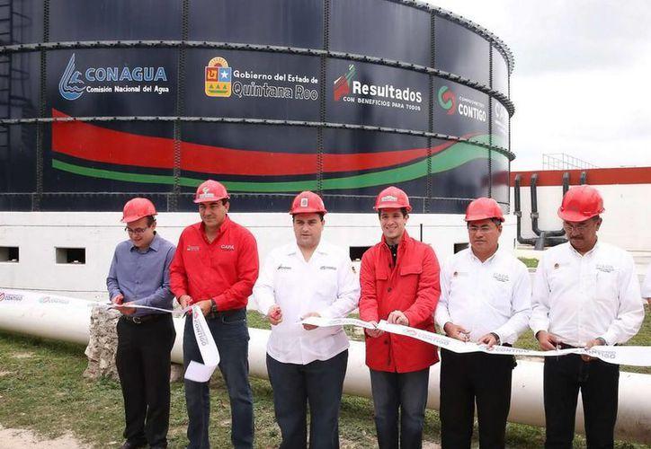 En la inauguración de la planta de tratamiento de aguas residuales. (Cortesía/SIPSE)