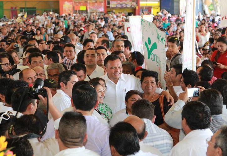 El Gobernador de Yucatán encabezó la rifa de herramientas de trabajo y cabezas de ganado. (Foto: Cortesía)