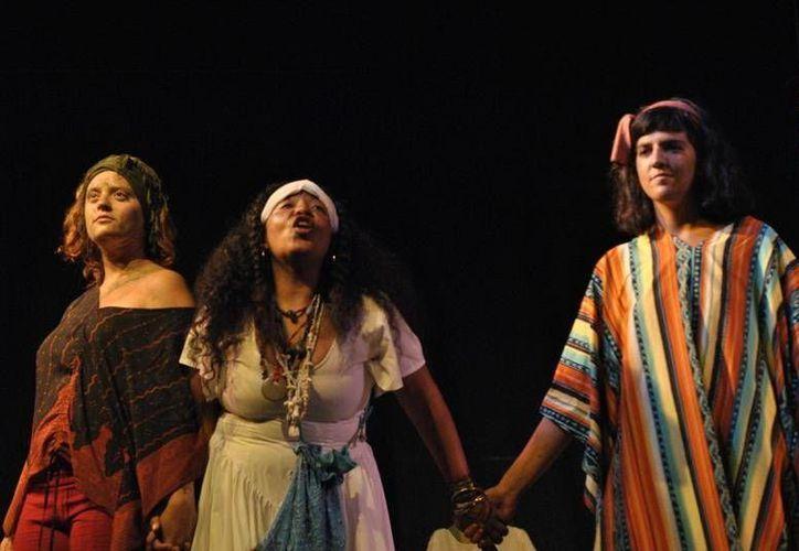 Anabel luna, actriz invitada al festival de teatro de Chile, argumentó que el problema es que las obras no tienen una adecuada promoción. (Redacción/SIPSE)