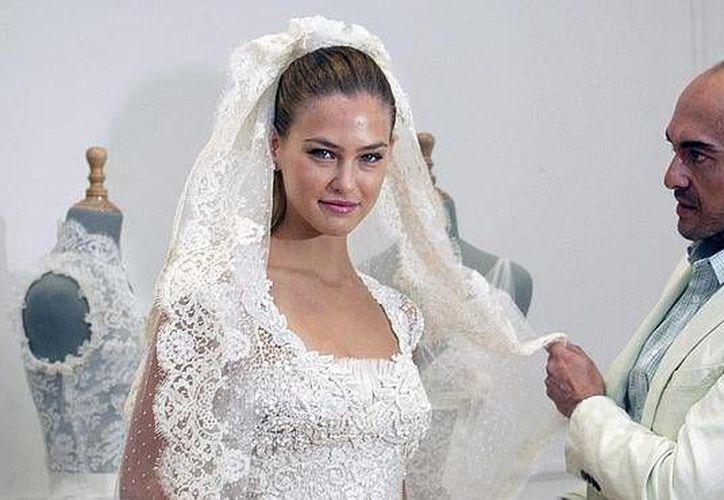 La supermodelo, Bar Refaeli, se casa la semana entrante por lo que las autoridades de Israel han prohibido a todas las aeronaves volar sobre la zona, esto ha generado gran controversia en el país asiático. (Archivo woman.ru)