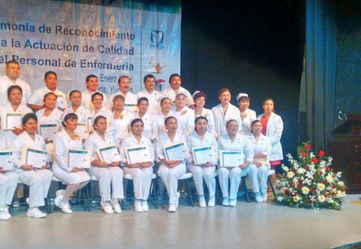 Reconocen la labor de 41 enfermeras y enfermeros del régimen ordinario y 23 de IMSS-Prospera, por su buen desempeño y calidad en la atención. (José Salazar/SIPSE)