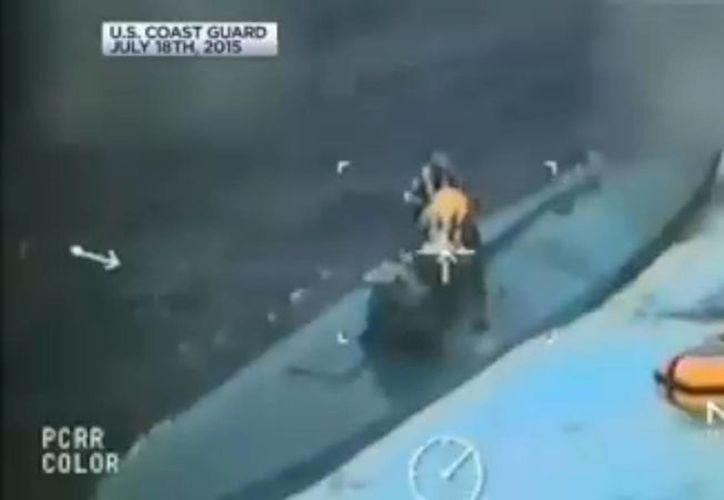 La embarcación semisumergible se hundió completamente cuando era arrastrado hacia tierra firme. (nbcbayarea.com)