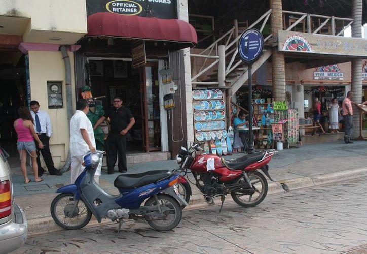 Busca que las motocicletas se estacionen en calles aledañas del malecón. (Julián Miranda/SIPSE)