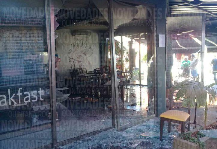 El siniestro ocasionó daños materiales en la cocina del establecimiento de comida. (Foto: Redacción)