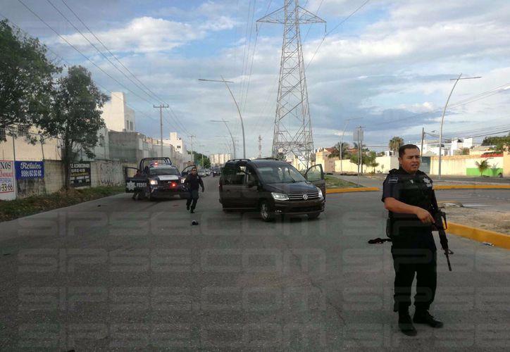 Llegaron las autoridades policíacas para atender el reporte. (Reacción)