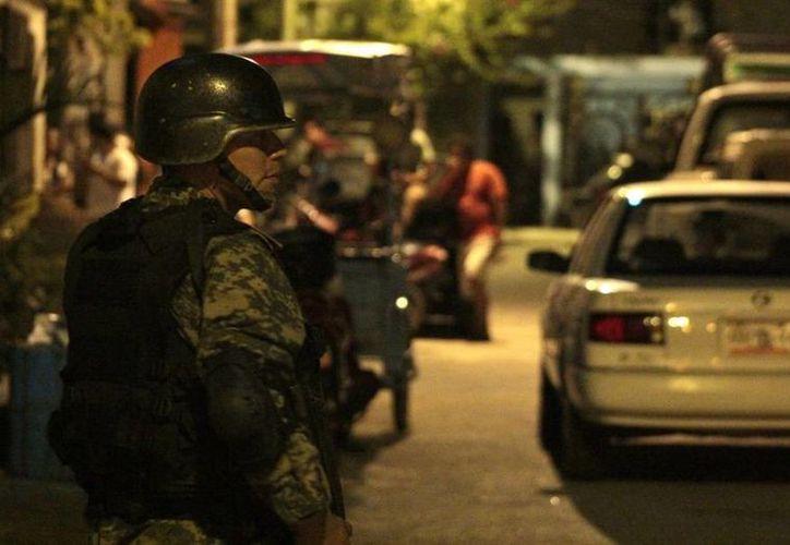 Un grupo de militares colaboró en el operativo. (Archivo/SIPSE)