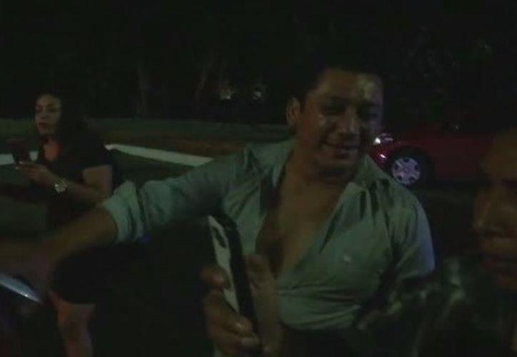 El sujeto y su acompañante se pusieron agresivos con los agentes de tránsito.  (Redacción/SIPSE)