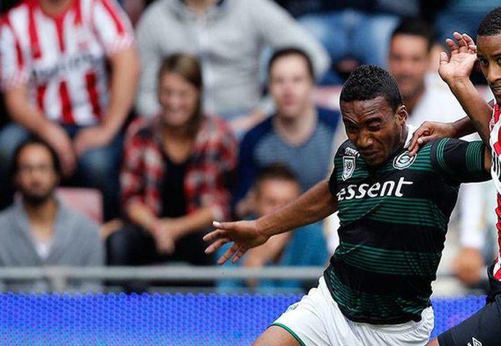 Luciano Narsingh otorgó su primer triunfo al PSV sobre el Groningen, la foto corresponde a una acción del encuentro. (psv.nl)