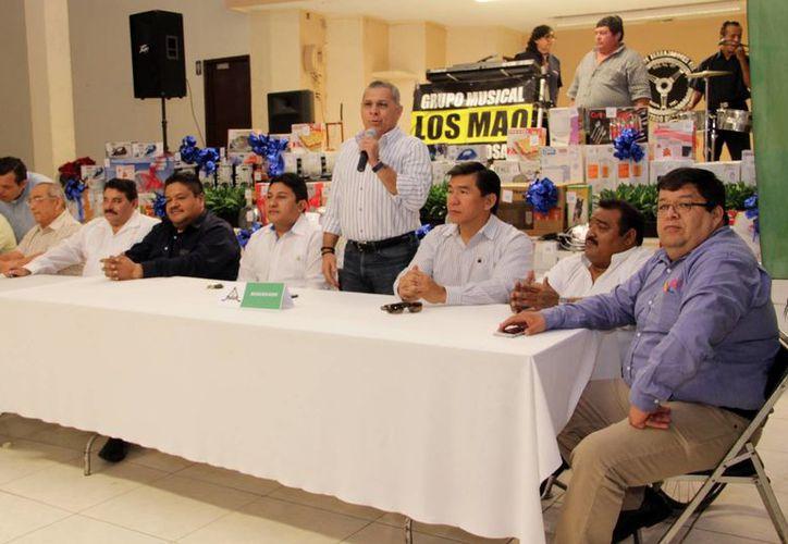 José Luis Valladares Sosa, director regional de Circulación de Grupo SIPSE, agradeció la labor de los voceadores. (Jorge Acosta/SIPSE)