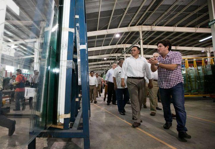 Grupo Millet es una industria que genera más de 600 empleos en la fabricación y exportación de vidrios. (Fotos cortesía del Gobierno)
