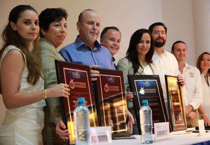 Ayer se entregó certificaciones a 17 comercializadores de tiempo compartido. (Luis Soto/SIPSE)