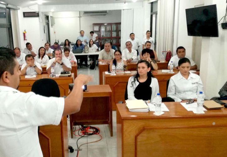 La plática sobre experiencias a cargo del vocal ejecutivo de la Junta Local de Nuevo León, se realizó durante la octava sesión del Taller de Elecciones organizado por el Instituto Nacional Electoral.