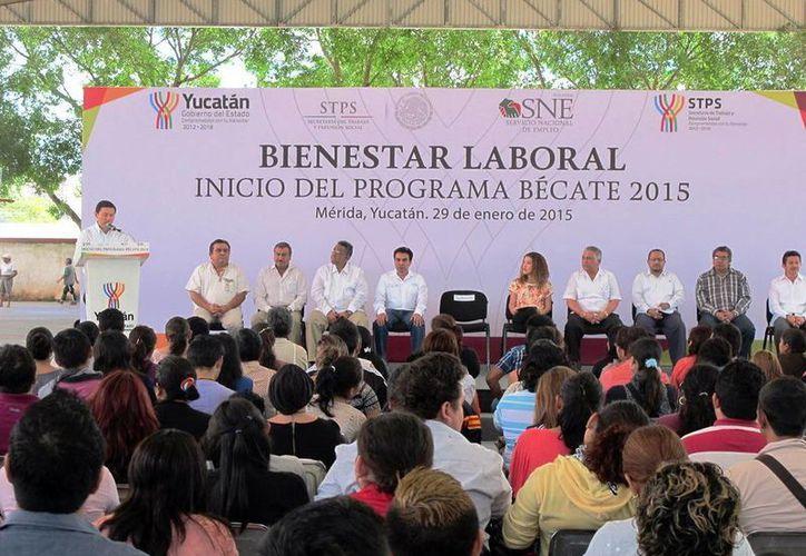 Casi mil jóvenes yucatecos acudirán a alguno de los 41 cursos de capacitación laboral que iniciaron ayer. (Milenio Novedades)