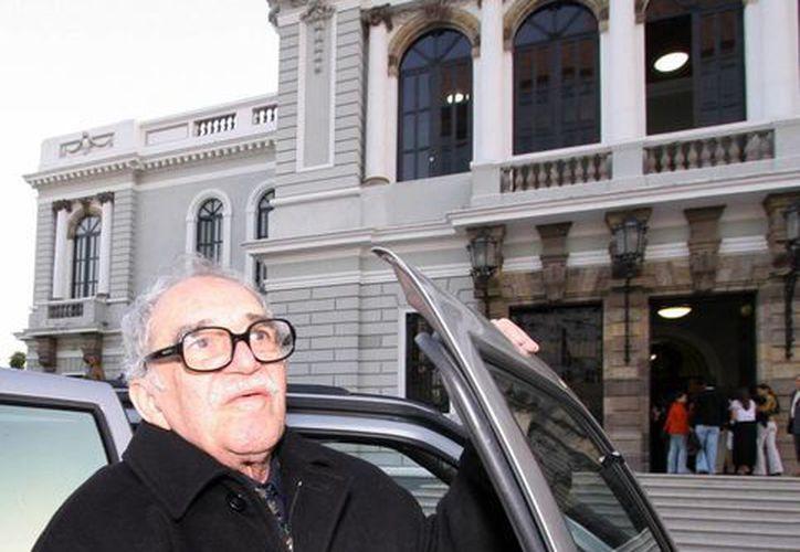 El único borrador de 'Cien años de soledad', fue obsequiado por Gabriel García Márquez al realizador hispano-mexicano Luis Alcoriza, colaborador de Luis Buñuel en 8 guiones de sus filmes, y a Janet, su esposa. (Notimex)