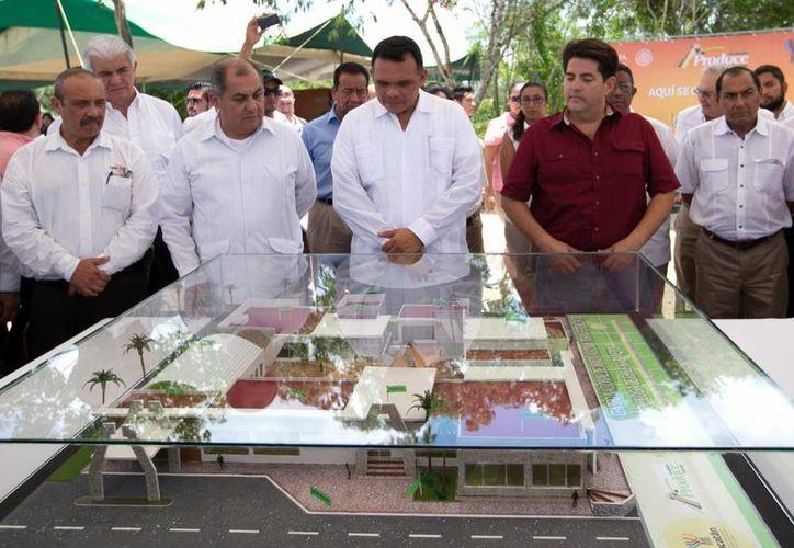 El gobernador Rolando Zapata encabezó el arranque de los trabajos de construcción del Centro Nacional de Innovación y Transferencia Tecnología de Chile Habanero. (SIPSE)