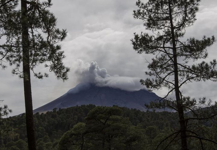 Cenapred recomienda precaución a los habitantes de las zonas aledañas al volcán Popocatépetl. (Archivo/Notimex)