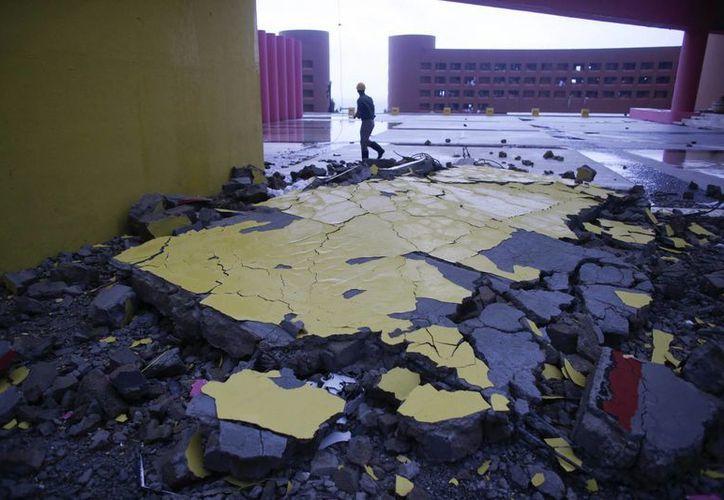 Entrada de un hotel en Los Cabos, Baja California Sur, parcialmente destrozada debido al paso del huracán Odile en México. (Foto: AP)