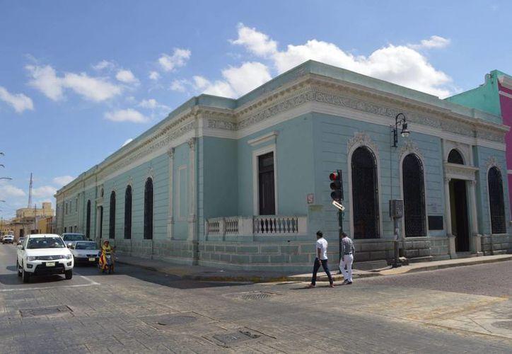 La Biblioteca Central 'Manuel Cepeda Peraza' se ubica en la calle 62 con 55, en el centro histórico de Mérida. (Notimex)