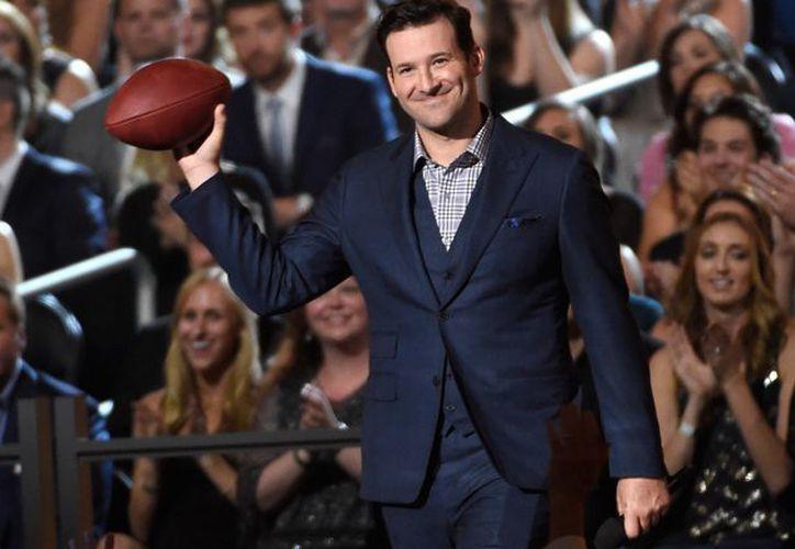 El exmariscal de los Cowboys de Dallas se retiró como jugador para ser comentarista. (Récord)