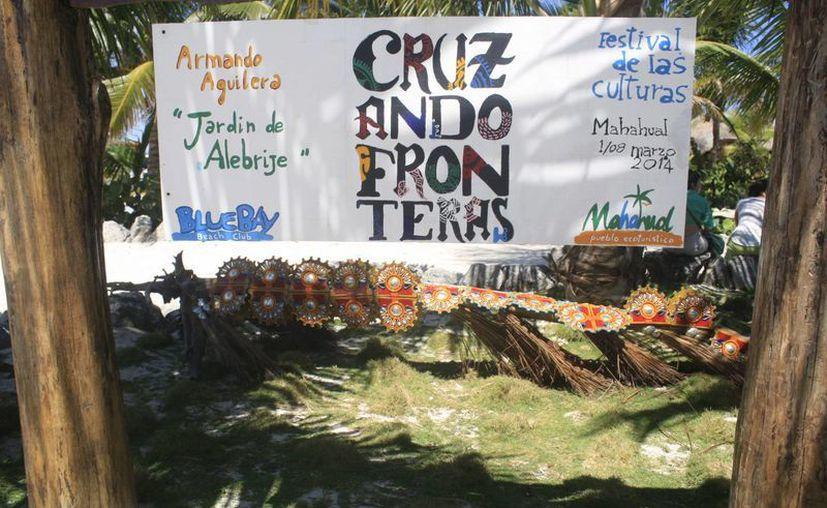 El festival 'Mahahual Cruzando Fronteras' a través de redes sociales busca publicitarse para ganar seguidores. (Harold Alcocer/SIPSE)