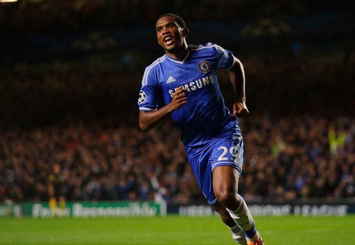 'Eto'o tiene 32 años, tal vez 35', aseguró Mourinho sobre el jugador africano. (soccerbyives.net)