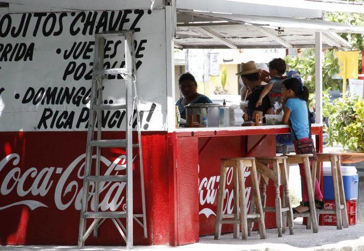 La mayoría de los puestos ambulantes de comida se encuentran en los tianguis. (Tomás Álvarez/SIPSE)