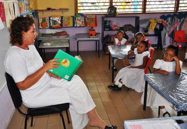 El 70% del presupuesto estatal para educación se usa para pagar salarios a un aproximado de 15 mil maestros. (Redacción/SIPSE)