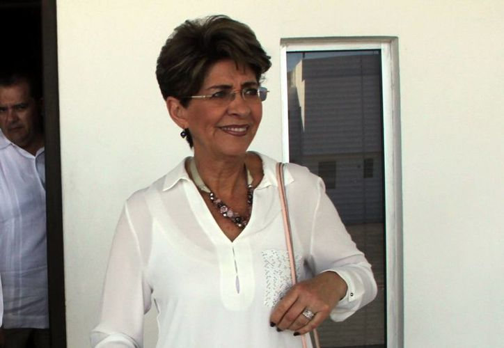 La secretaria de Salud federal, Mercedes Juan López, durante su recorrido por el O'Horán. (Milenio Novedades)
