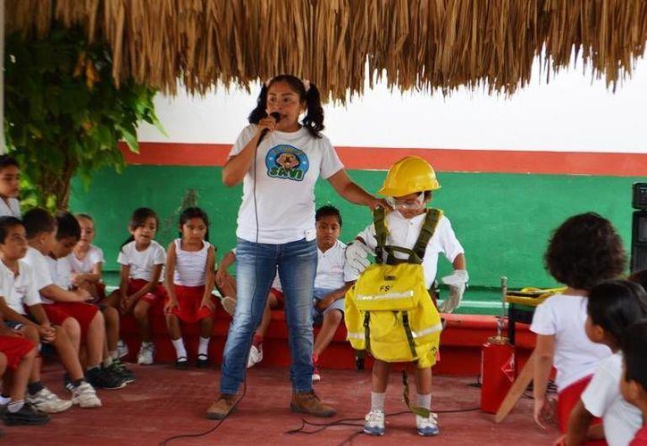 La instructora Mónica Flores Rosado compartió los pormenores de la labor de un brigadista. (Archivo/SIPSE)