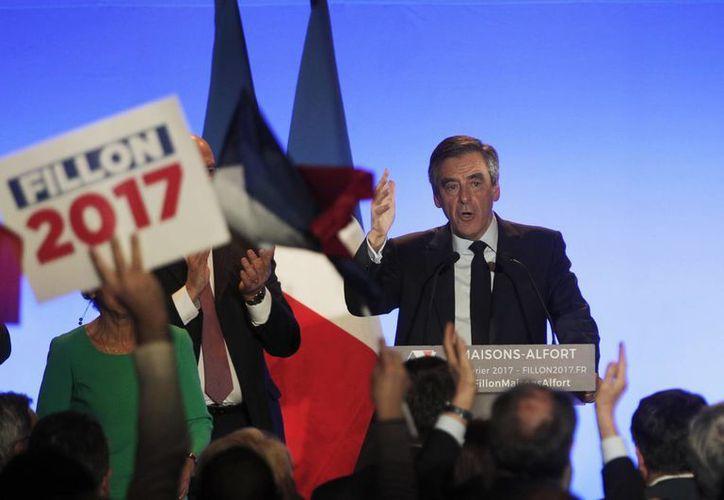 Es la primera vez en la historia de Francia que un candidato presidencial es investigado por la justicia. (AP/Christophe Ena)