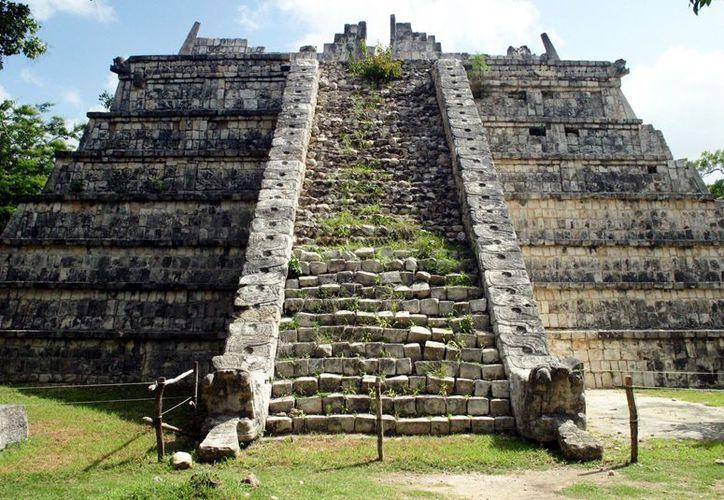 """El fenómeno de luz se presenta dos veces al año en el sitio piramidal conocido como """"El Osario"""", en la antigua ciudad maya de Chichén Itzá. (Imagen mexicoarcheology)"""